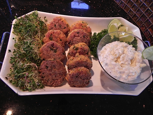 Appetizer: Spicy Salmon Cakes